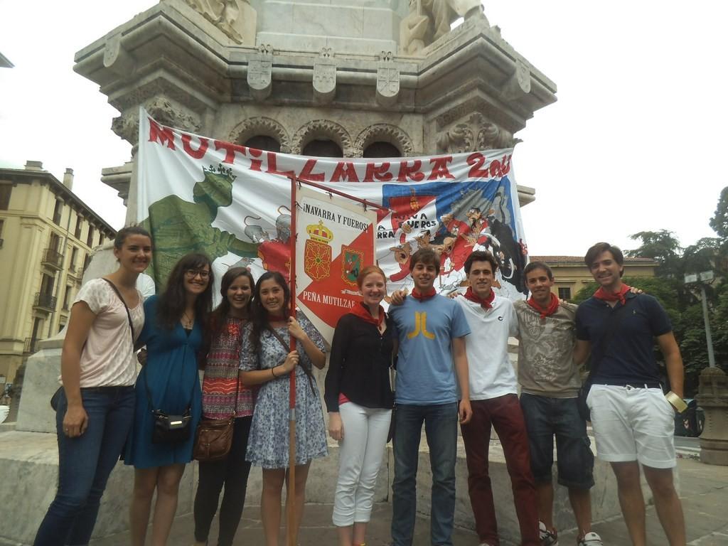 Gamazada mutilzarra 2014 monumento fueros grupo