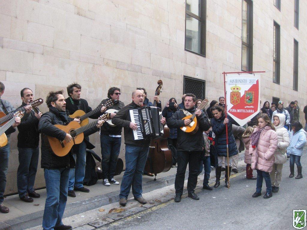 Mutilzarra San Honesto homenaje San Fermin cantando 2013